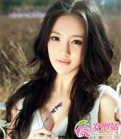 2013年流行发型 女士长发烫发发型图片 高清图片