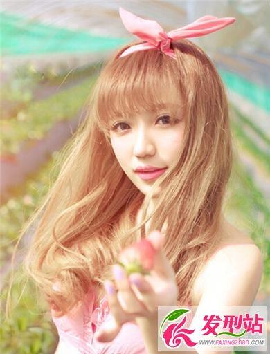 清纯美丽女生长发发型
