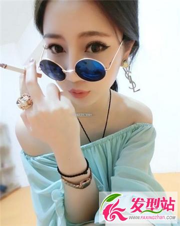 女生适合戴眼光的发型韩范女生帅气做街拍女墨镜时尚躲图片