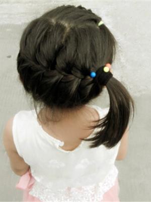 中长发的发型_夏季中长发小女孩编发发型图片 清新甜美俏皮可人十分惹人爱 ...