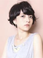 女生蓬松短发烫发发型 修颜瘦脸个性时尚吸睛
