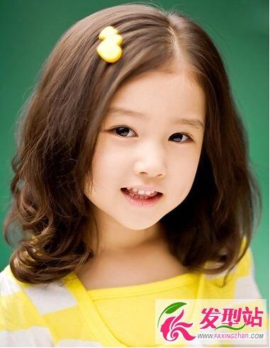 幼儿园女孩发型 可爱甜心中长发最萌(2)