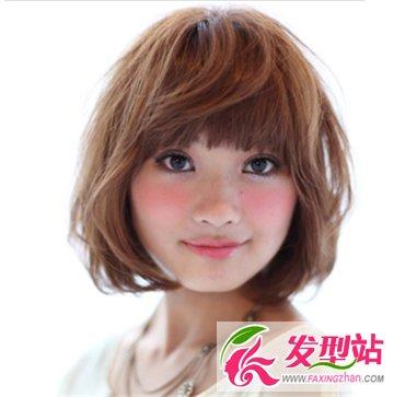 圆脸首选的短发烫发发型