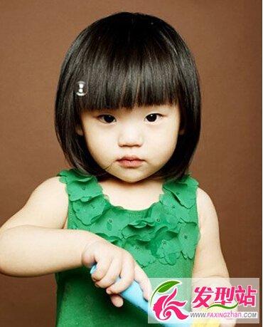 可爱的短发造型设计让你的宝宝更惹人喜爱-儿中长发烫什么扎着好看图片