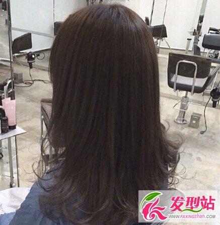 中长发卷发染发搭配 最适合职场女生的发型图片
