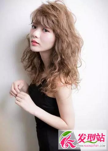 中长发空气烫卷发 显瘦时尚烫发卷发发型图片图片
