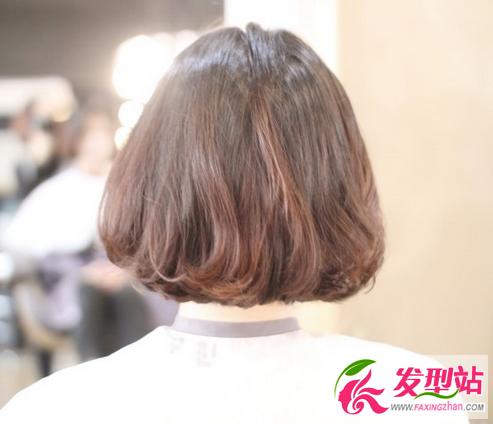 韩国女生短发   超短的波波头设计,适合脸型本身就比较小的女生,因为图片