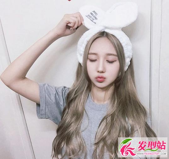 青木亚麻灰染发发型 韩国女生流行染发颜色图片