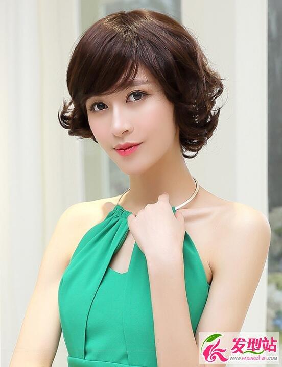 气质女生短发设计 女生潮流短烫发发型图片