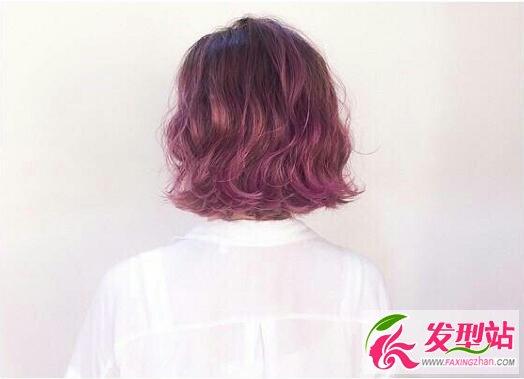 短卷发丨紫色染发-2017人气流行短发 外翘扣卷短发图片