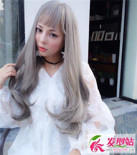 亚麻色长卷发发型 时尚染发2017新款图片