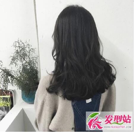 空气感卷发发型图片 中长发女生的首选烫卷发型图片