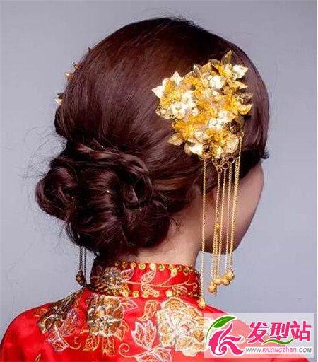 中式新娘发型 古典优雅风   黑发玩转复古森系 古典风新娘盘发图片