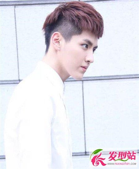 发型站 发型图片 男生发型图片    吴亦凡换了这款铲青的烫发刘海发型图片