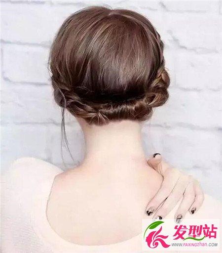 后的再把剩余的头发延著辫子用发夹固定.   古典风盘发   先将全部的