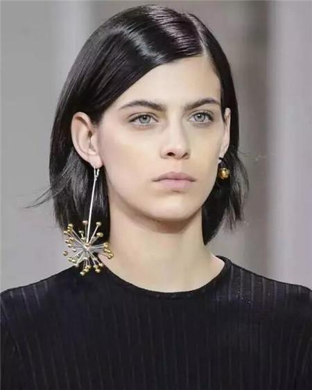 短发与耳环搭配