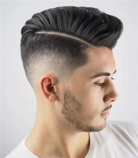 发型流行极致渐变 侧削男生发型图片