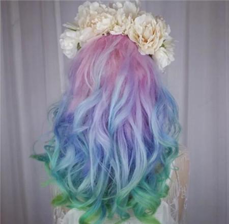 长发彩虹色染发