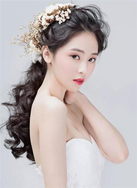 秋冬新娘发型设计 甜美独特赛西施图片
