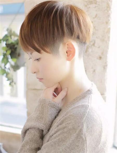 利落气质女生短发