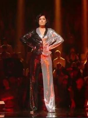 我是歌手Jessie J《Domino》震撼全场 网友:她像一架幽灵轰炸机-名人资料-发型站_最新流行发型设计发型 ...