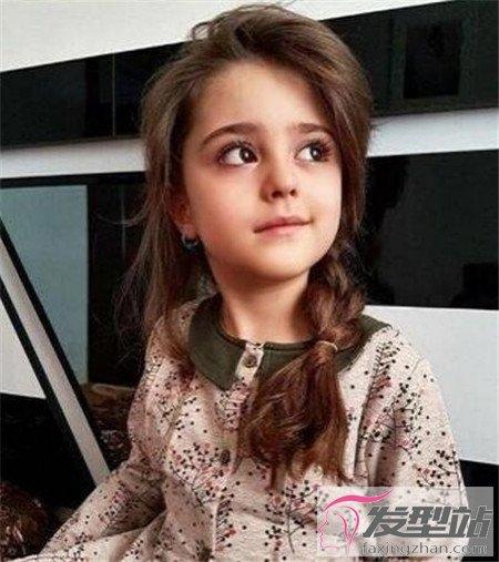 世界最漂亮的小女孩_俩女孩图片-俩女孩选择图片/两个女孩的图片图库/小女孩礼服 ...