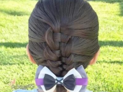 儿童编发古典的发型 变身时尚的小淑女图片