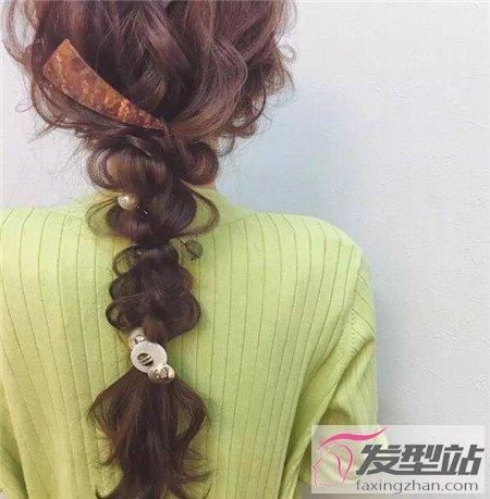 空气感的一款发型,双马尾打造糖葫芦马尾的扎发设计,造型制造的图片