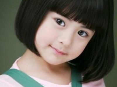 可爱小女孩盘发发型 蓬松感盘发打造优雅小美女图片