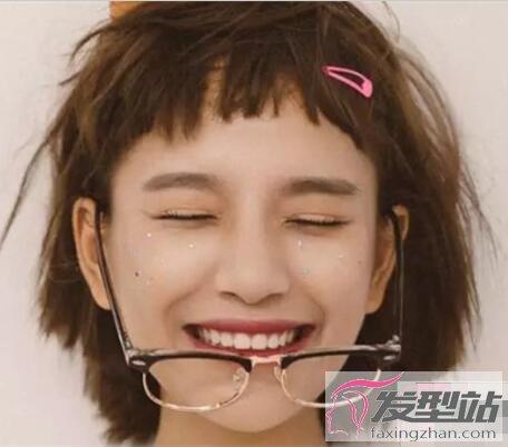 发型站 流行发型 时尚发型    薄刘海短发是抖音女生必备发型,轻盈又图片