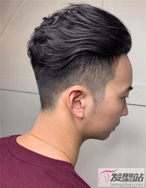 男生短发剃两边发型 魅力男生发型指南图片