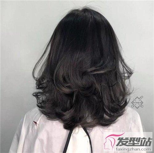 发型站 女生发型 女生卷发    轻熟风长发卷发,只是看背影就能感受图片