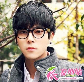 发型 刘海/最流行的男士短发发型三:齐刘海短发...