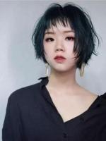 换季个性女生短发 狗啃刘海超短更时髦
