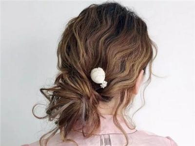懒人扎出简单漂亮头发 慵懒系丸子头扎发绝对美翻图片