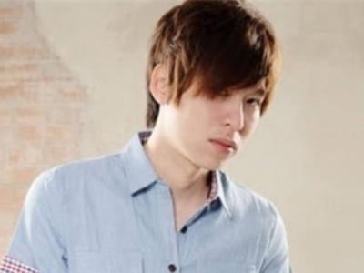最新时尚男生长发发型  长发男生流行发型图片