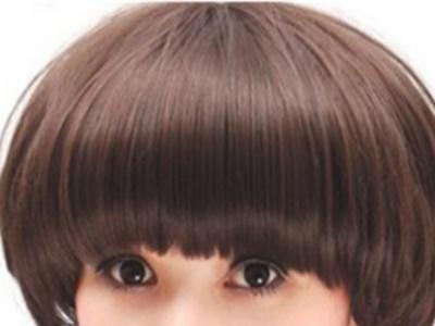 女生甜美刘海发型图片欣赏 齐刘海中短卷发最时尚惹眼