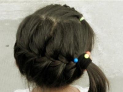 夏季中长发小女孩编发发型图片 清新甜美俏皮可人十分惹人爱