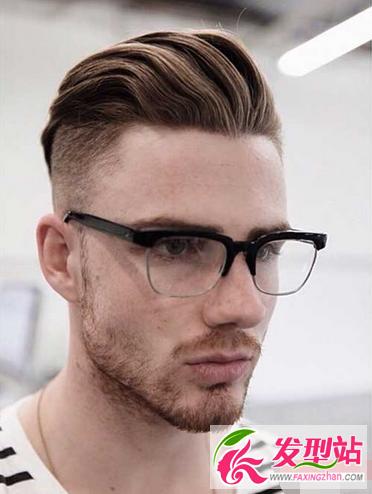 男生两边剃掉的帅气发型