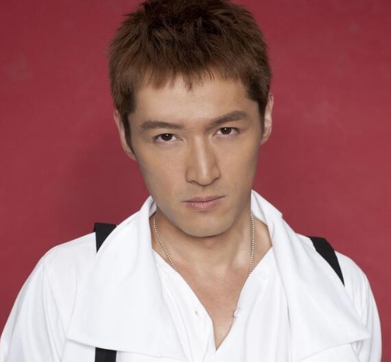 短刘海男生发型