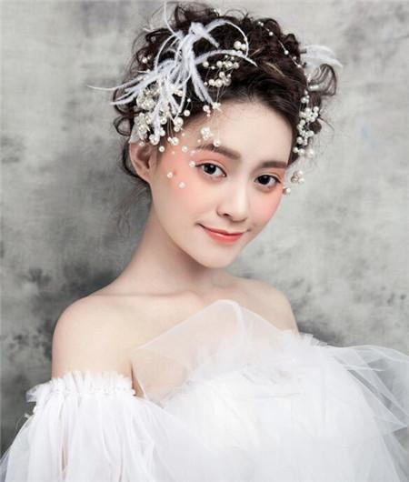 韩式新娘盘发2018 流行清新发型预测-新娘发型