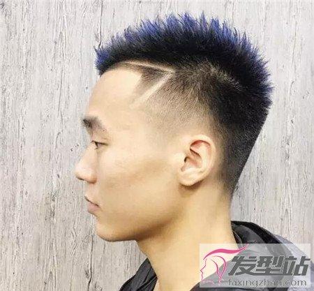 男生两边剃掉中间留长 铲青头发型最显男生帅
