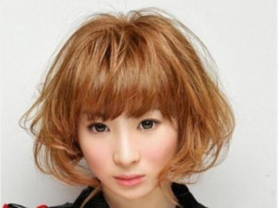 短发女生的精致烫发 给你不一样的发型新体验