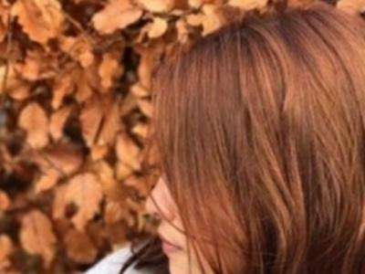 枫叶红发色染发效果 光影中展现不同发色令肤色更白