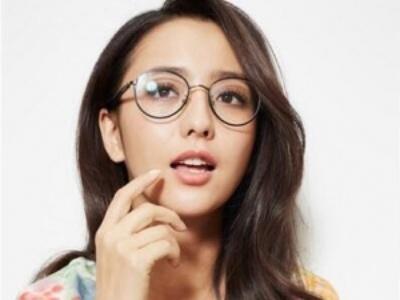 戴眼镜女生适合哪些发型 近视眼也能变得美美哒