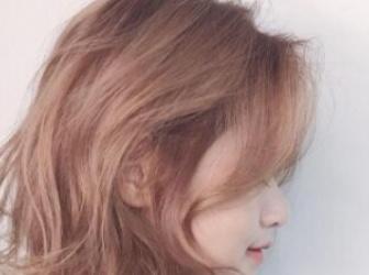 洗发后不吹干更伤发质 女生吹头发的正确方法