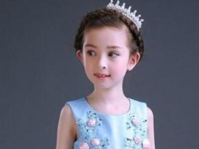 适合校园主持人的发型_小女孩半扎发型扎法 变身甜美可爱小天使-儿童发型-发型站_最新 ...