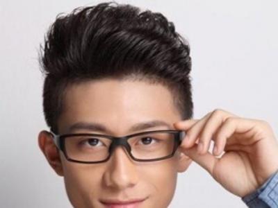 发型男生剃两边青少年 清爽帅气塑造元气少年
