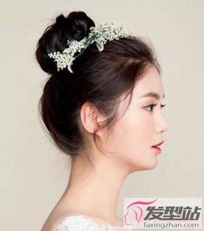 新娘发型丸子头 简约俏皮又减龄
