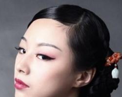 盘发搭配什么发饰 用发簪提升女人味